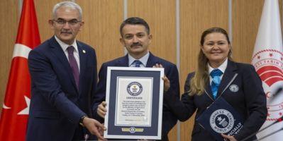 Çorum'da 1 Saatte 303 Bin Fidan Dikilerek Dünya Rekoru Kırıldı